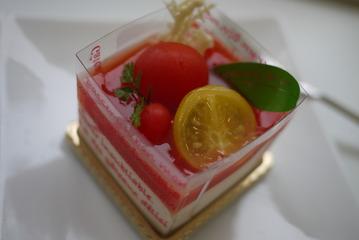鹿嶋市 プチドール トマトのケーキ