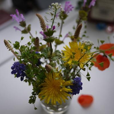 野の花をグラスに♪