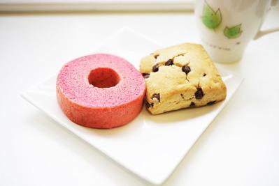 ストロベリーバウムとチョコチップスコーン