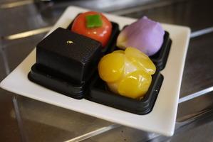 丸三老舗の和菓子