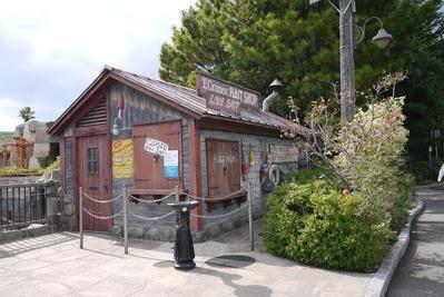 寂れた雰囲気の小屋