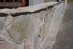 壁の石貼り