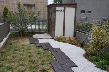 カンナのあるお庭
