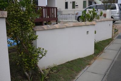 フランス瓦の壁