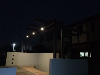 夜のデッキ